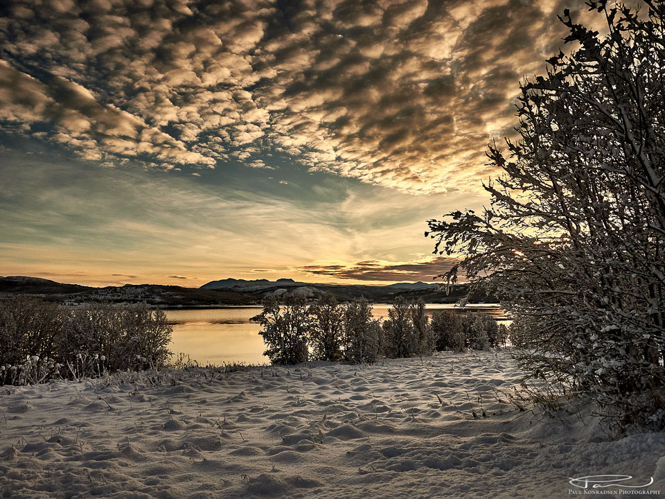 Utsikt mot Tverrbotn fra mitt barndomshjem Straumstad i Lysbotn, Senja en morgen i november 2017.
